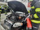 Entstehungsbrand bei PKW mit Feuerlöscher rasch gelöscht